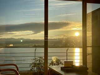 空,朝日,雲,窓,水面,正月,お正月,金沢,日の出,旅館,新年,初日の出,眺め,日中