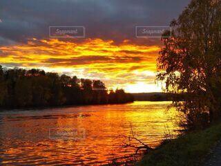自然,風景,空,雲,夕焼け,夕暮れ,川,水面