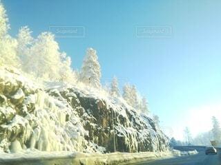 自然,風景,空,冬,雪,青空,山,樹木,道,北欧,樹氷,景観