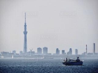 風景,海,空,建物,屋外,ボート,船,水面,霧,タワー,旅行,高層ビル,日中,水上バイク