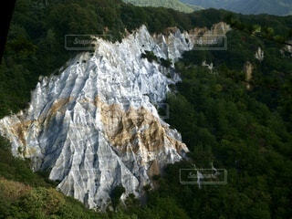 自然,風景,屋外,山,滝,樹木,岩,新緑,青森,岩肌,山腹,日本キャニオン
