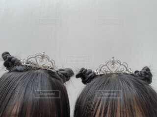 女性,ヘアスタイル,髪,アクセサリー,かわいい,女の子,人,おそろい,友達,髪の毛,頭,ティアラ,おだんごヘア,10代