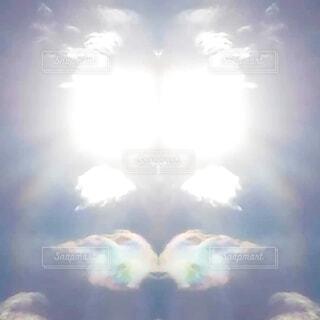 自然,空,屋外,太陽,雲,光,背景,虹色,彩雲,日中,天使の羽,ミラー加工