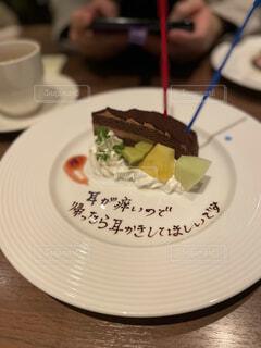 皿の上のケーキの写真・画像素材[4051830]