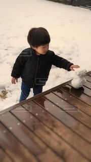 人生初の雪遊びの写真・画像素材[4035868]
