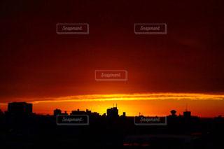 街に沈む夕日の写真・画像素材[977862]