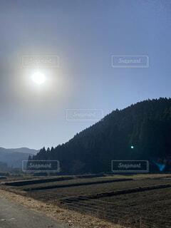 自然,風景,空,屋外,太陽,朝日,雲,静寂,青空,散歩,山,影,反射,光,大自然,樹木,月,人,地面,日の出,Sky,畑,無人,山並み,blue,宇宙,稜線,コントラスト,nature,青色,花札,日中,澄み切った,mountain,sun,山奥,遠く,呼吸,かすみ,対比,印影,ない,映える,おぼろ,朝のかすみ,雲一つ,ダゴ山