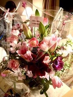 家族,花,屋内,花束,花瓶,バラ,花びら,プレゼント,薔薇,旅行,ホテル,フラワーアレンジ,花柄,草木,花屋,造花,切り花,サプライズで