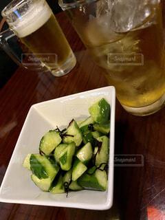 皿,結婚,ビール,記念日,外食,乾杯,ドリンク,居酒屋,塩昆布,一品,一杯,きゅうり,アップルジュース,昆布,自粛,コロナ後