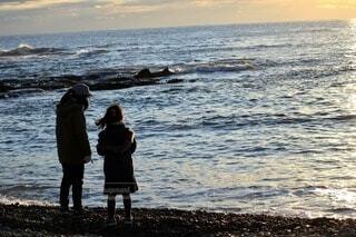 子ども,風景,海,屋外,ビーチ,水面,人,日の出,姉妹