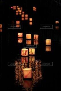 灯籠流しの写真・画像素材[4041334]