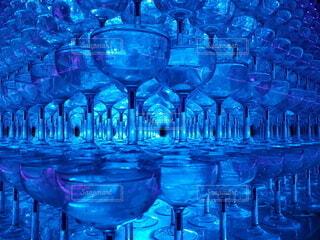 屋外,青,幻想的,イルミネーション,たくさん,シャンパンタワー,ワイングラス