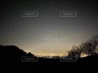 自然,風景,空,夜,夜空,屋外,天体,夕暮れ,星,樹木,景観,山腹,天文学,宇宙空間