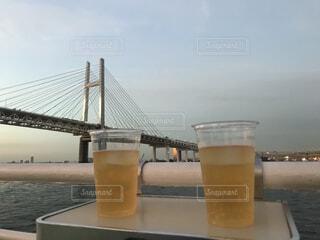 海,空,夏,橋,屋外,ジュース,青,水面,テーブル,ビール,カクテル,乾杯,ドリンク,クルージング