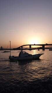 海,橋,船,日の出