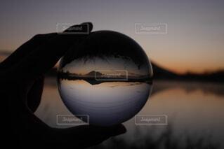 空,朝日,暗い,山,反射,リフレクション,日の出,水晶,水晶玉