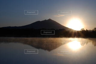 自然,風景,空,屋外,湖,朝日,水面,山,反射,日の出