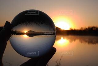 湖,朝日,水面,反射,日の出,明るい,水晶,水晶玉
