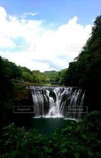 自然,風景,森林,森,綺麗,青空,水,川,水面,滝,樹木,涼しい