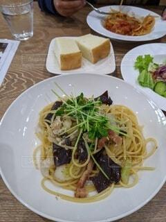 食べ物,風景,食事,テーブル,野菜,皿,パスタ,サラダ,レストラン,料理,麺,スパゲッティ,アルデンテ