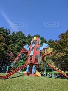 空,公園,屋外,雲,樹木,遊具,アトラクション,遊び場,アミューズメント パーク