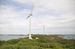 風景,空,風車,工場,草,新緑,景観,眺め,日中,山腹,風力タービン,タービン,ウィンドファーム