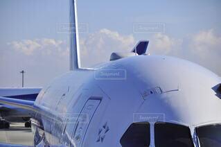 空,屋外,雲,飛行機,空港,滑走路,航空機,空気,旅客機,空の旅,航空,車両,ジェット,日中,駐機場,航空宇宙工学,航空宇宙メーカー