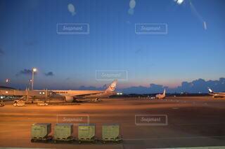 空,飛行機,空港,滑走路,航空機,エアバス,空の旅,車両,ジェット,日中,駐機場