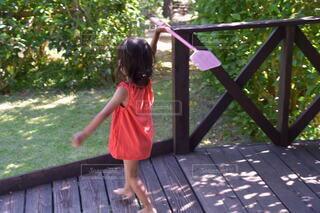 子ども,少女,ドレス,地面,幼児,遊び場,草木,少し,ハエたたき
