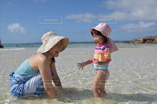 ビーチで遊ぶ子供の写真・画像素材[4092686]