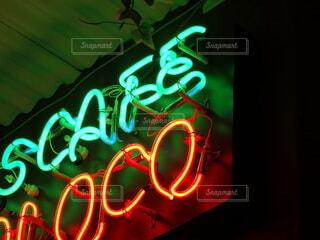 夜,看板,赤,水色,ネオン,光,照明,明るい,おしゃれ