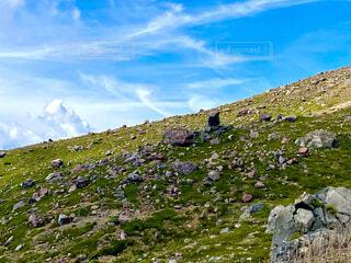 自然,風景,空,雲,山,登山,草,丘,岩,石,ハイキング,斜面