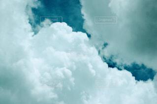 青空の雲の写真・画像素材[4610587]