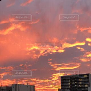 空,夜,屋外,太陽,雲,夕暮れ,オレンジ,都会,残光