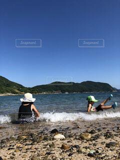 海,空,夏,屋外,湖,ビーチ,砂浜,水面,海岸,山,人物,人,地面,暑い夏