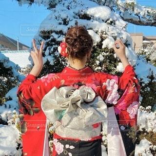 風景,雪,屋外,赤,黒,人,イベント,和服,お祝い,晴れ着,振袖,帯,成人式,和装,行事,新成人,成人の日