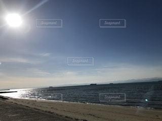 空と海と太陽の光の写真・画像素材[1104984]