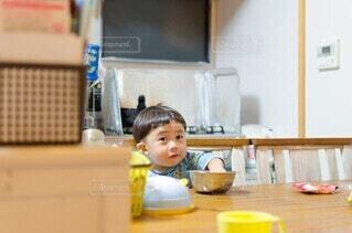つまみ食いの写真・画像素材[4052334]