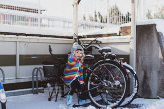 子供と自転車の写真・画像素材[4053578]