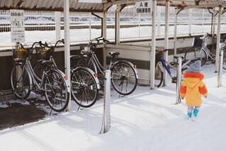 自転車と子供の写真・画像素材[4053584]