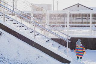 階段と子供の写真・画像素材[4065194]