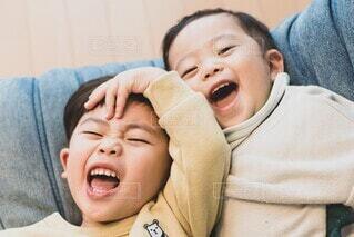 楽しそうな兄弟の写真・画像素材[4128390]