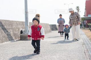 歩く練習の写真・画像素材[4145851]