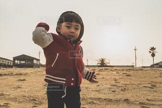 砂浜の子供の写真・画像素材[4270586]