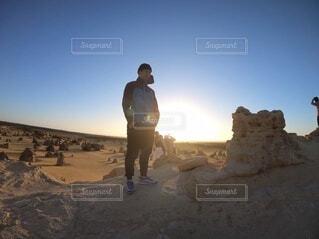 自然,空,夕日,絶景,海外,朝日,夕暮れ,景色,岩,砂漠,正月,お正月,夕陽,日の出,新年,初日の出,壁紙,2021