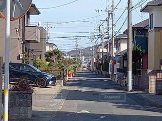風景,建物,街並み,青空,散歩,窓,景色,道,住宅,地面,通り,電信柱,日中