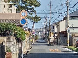 風景,街並み,青空,散歩,窓,景色,住宅,地面,電信柱,日中