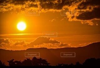 自然,風景,空,冬,夜,屋外,太陽,朝日,雲,山,樹木,正月,お正月,日の出,明るい,新年,初日の出,岡山県,鷲羽山,児島,全開バリバリ