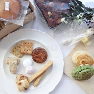 食べ物,スイーツ,食事,アンティーク,プレゼント,デザート,皿,お菓子,クッキー,たくさん,テーブルフォト,焼き菓子,菓子,詰め合わせ