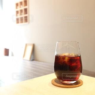 カフェ,風景,カメラ女子,コーヒー,屋内,東京,散歩,景色,撮影,街,ガラス,テーブル,座る,ドリンク,コーヒースタンド,カフェ巡り